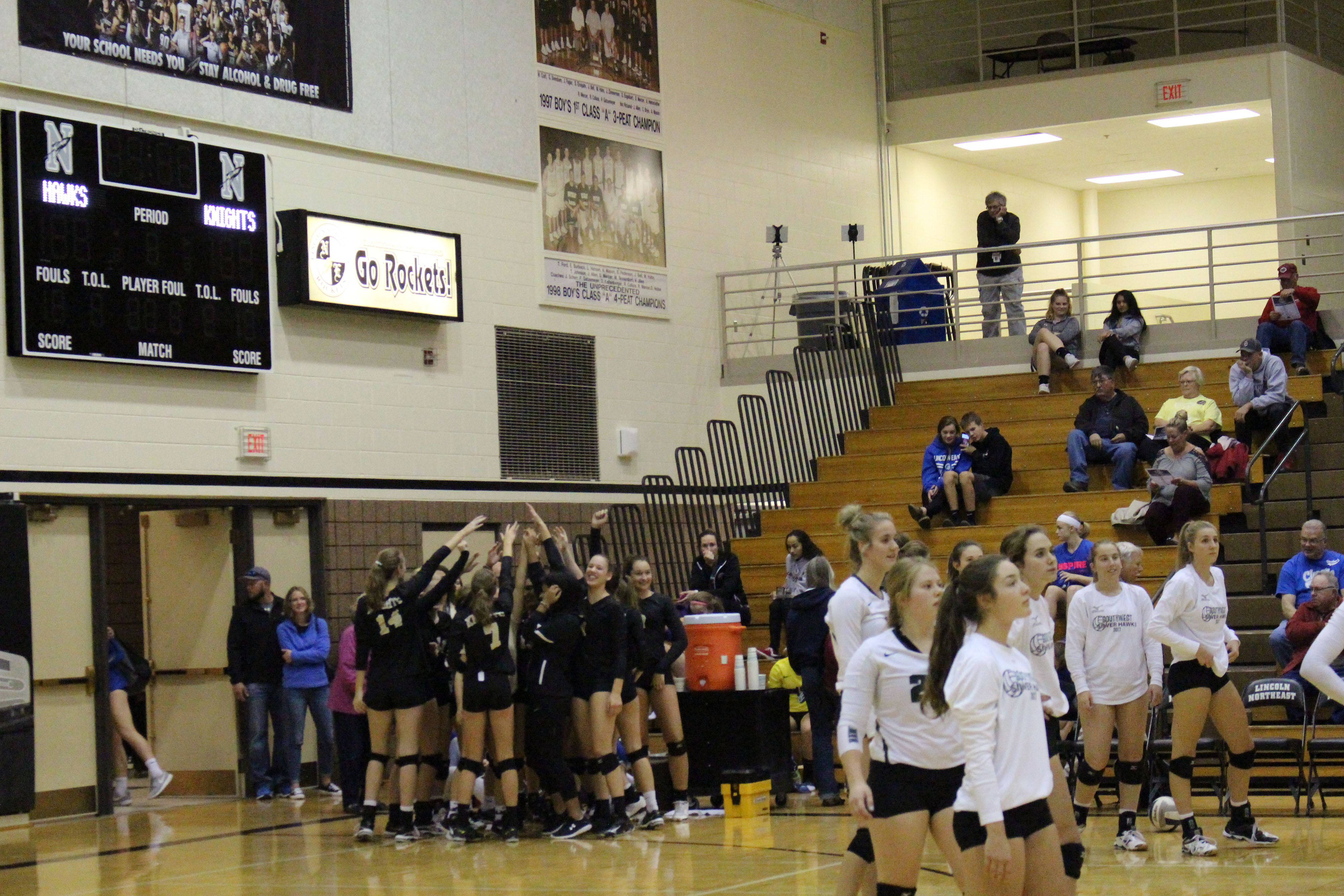 Varsity volleyball moves past HAC, prepares for districts