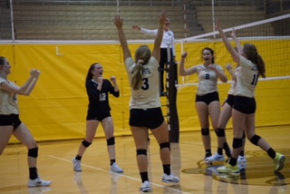LSE Volleyball advances to Gold Bracket in LPS Classic