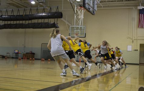 Girls Varsity Basketball ready to start season with nine returning seniors