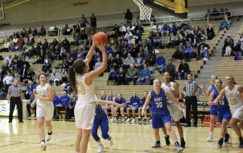 Varsity Girls Basketball falls short against East
